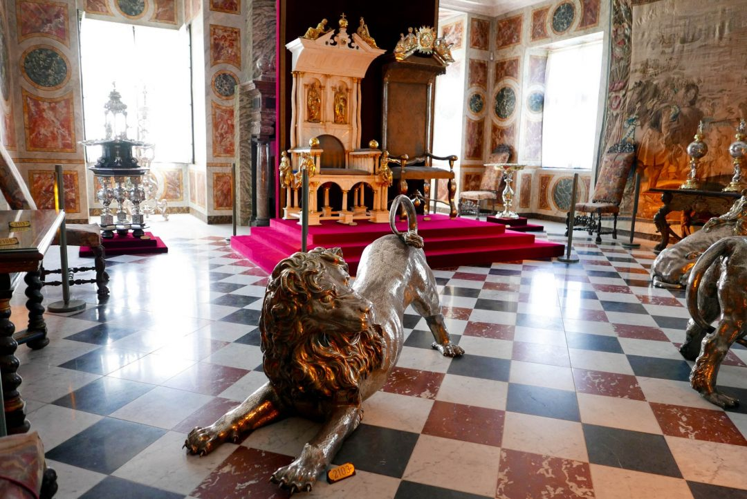 Of the million things there are to do in Copenhagen, three of those are palaces. Personally, we chose to go to Rosenborg Slot - and it was amazing! Here is the Ultimate Guide to Visiting Rosenborg Palace in Copenhagen.
