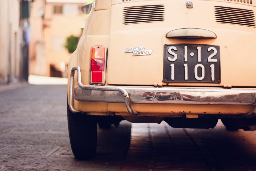 Fiat 500 license plate in Italy