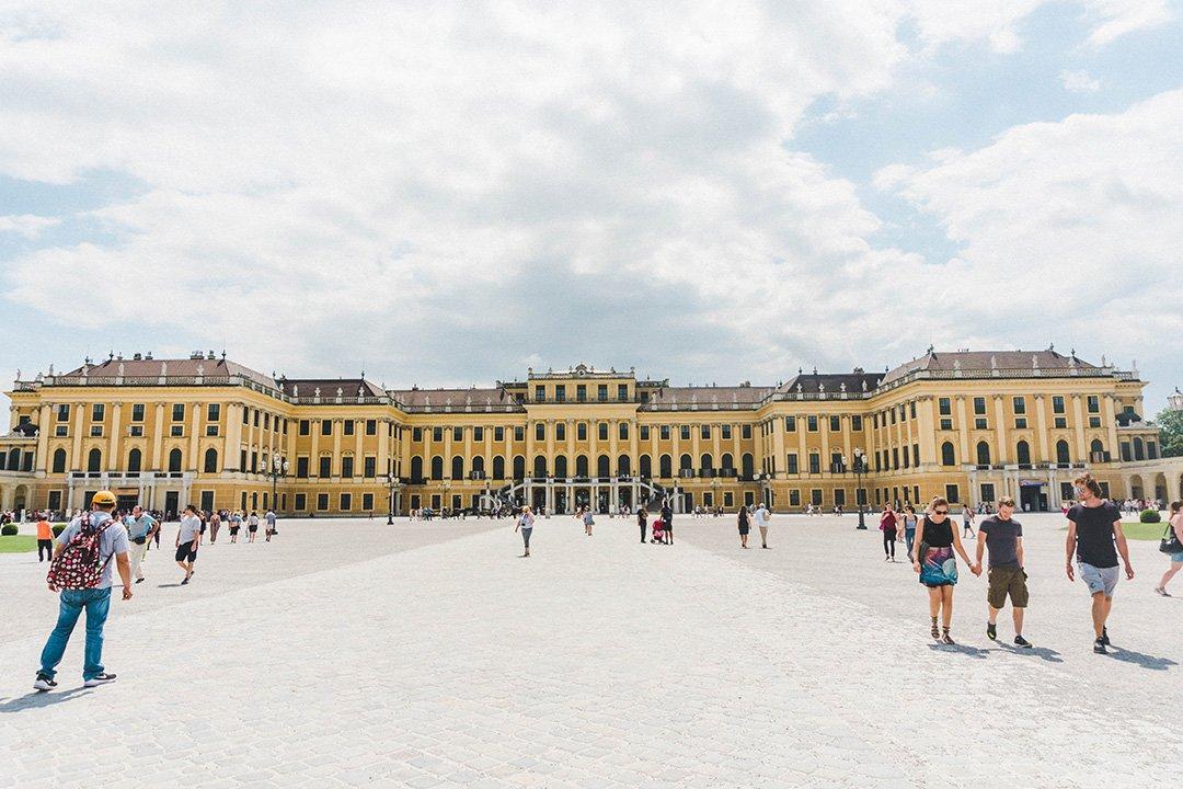 A full shot of Schönbrunn Palace in Vienna, Austria