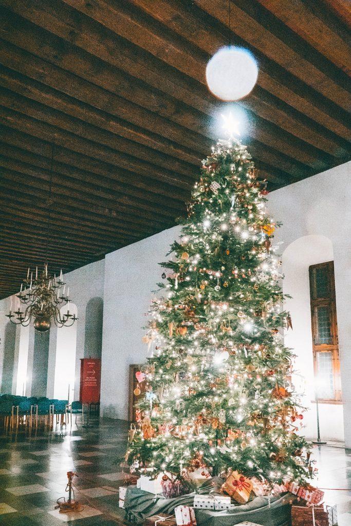 The Christmas tree in the Kronborg Castle ballroom