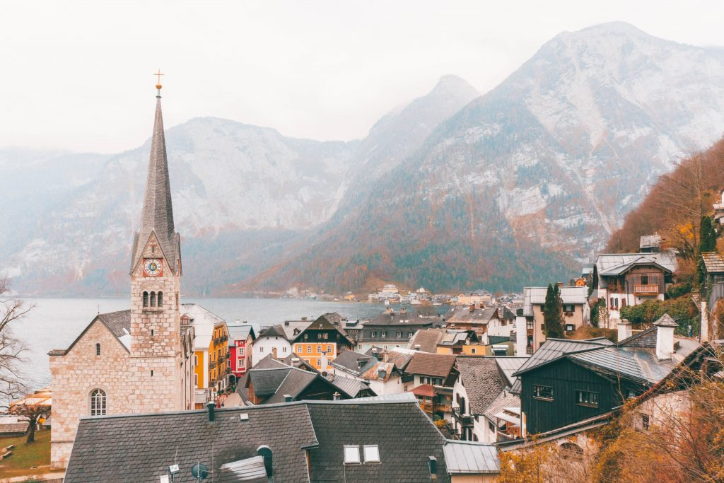 The church and houses of Hallstatt from above in front of a mountain backdrop