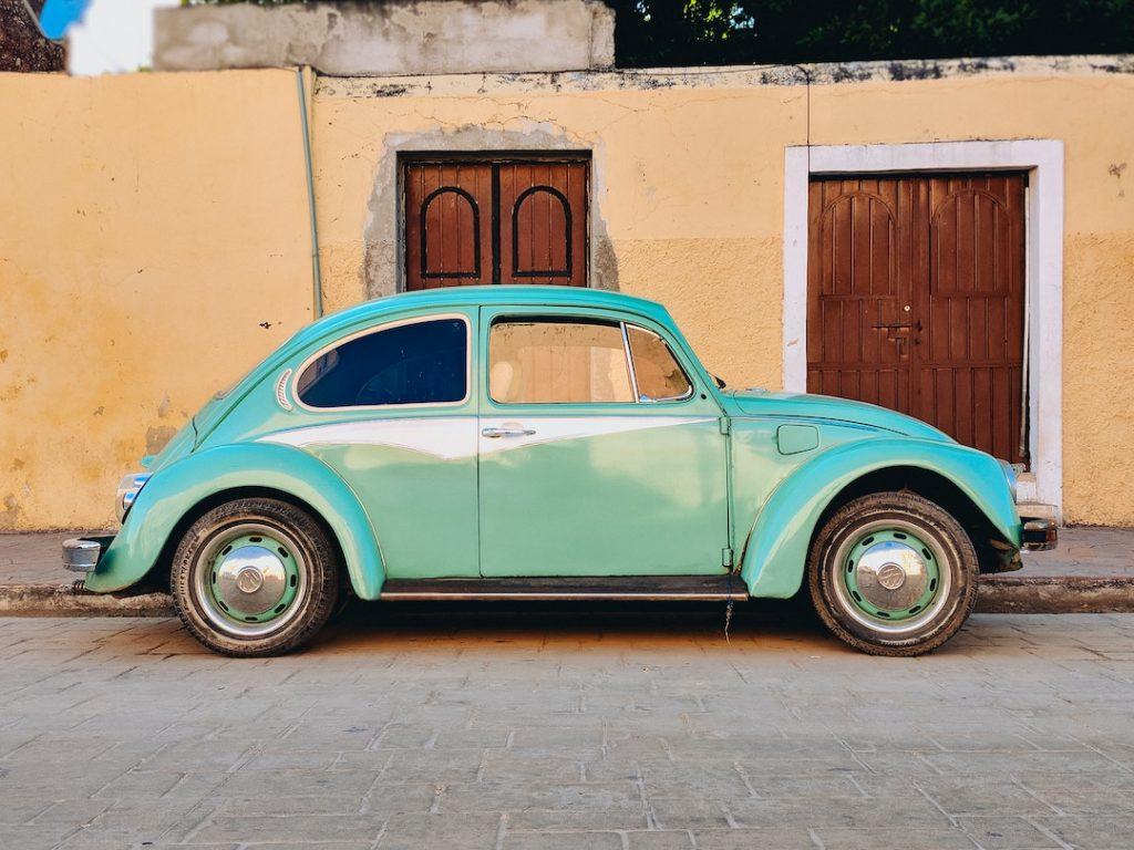 a teal volkswagen bug in valladolid, mexico