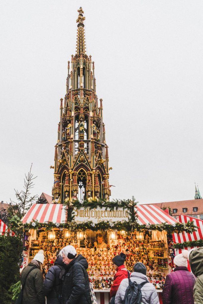 schöner brunnen (beautiful fountain) and a christmas market stand in Nuremberg