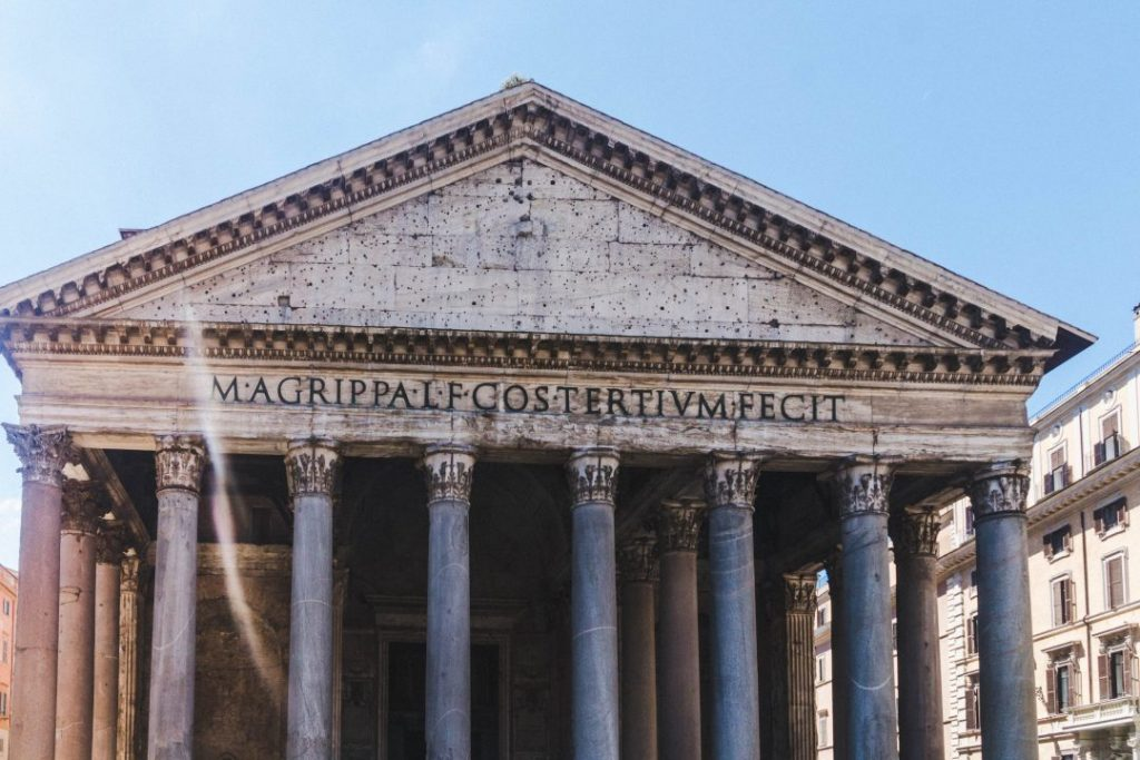 the front facade of the pantheon in rome