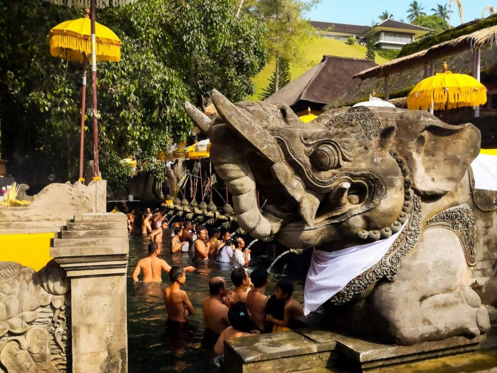 people bathe in the fountains at Titra Empul temple in Bali