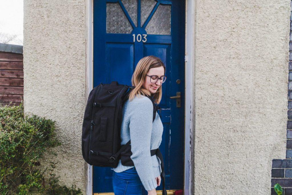 addie wearing the tortuga setout backpack