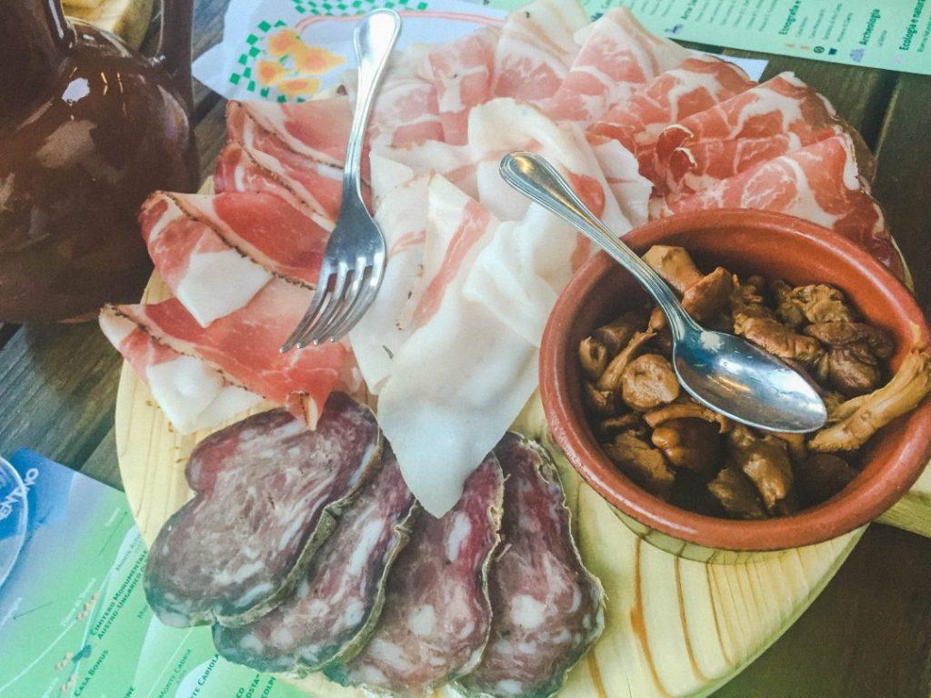 A platter of delicious speck at La Polentera