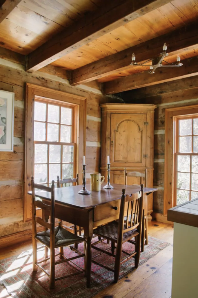 an old fashioned dining room in a log cabin